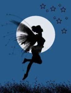 Приятная ночная фея на фоне луны
