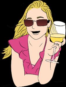 Девушка в красивом платье и бокалом сока